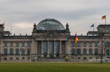 Bundestagsabgeordneter Gehalt: Wie viel verdient ein Abgeordneter im Bundestag? ( Foto: Shutterstock-monigraphie )