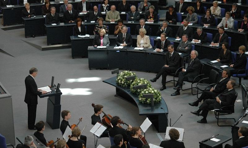 Bekommt ein Bundestagsabgeordneter ein angemessenes Gehalt?   ( Foto: Shutterstock- 360b)