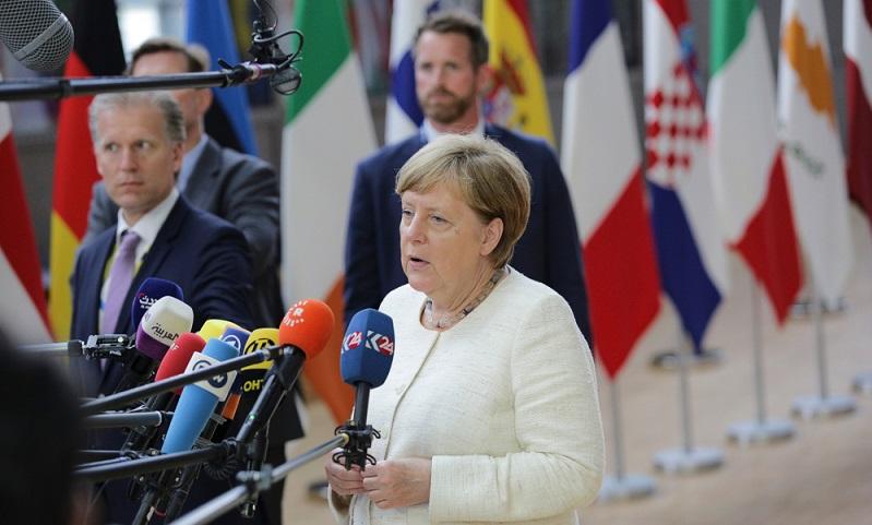 Geht der Bundestagsabgeordnete auf Dienstreise muss der Steuerzahlen dafür aufkommen. ( Foto: Shutterstock-Nicolas Economou  )