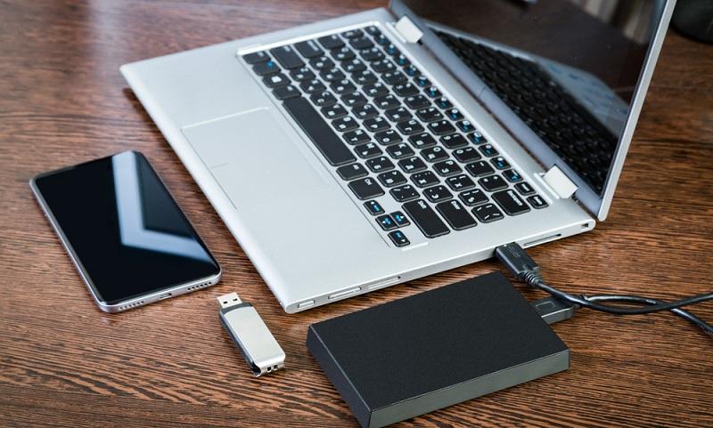 Darüber hinaus gibt es noch eine weitere Möglichkeit: Backup auf externe Festplatte.  ( Foto: Shutterstock-_Anton Marchenkov)
