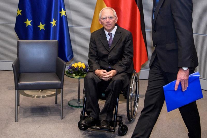 Theoretisch könnte der Bundestagspräsident verlangen, dass die Einnahmen offengelegt werden.  ( Foto: Shutterstock-paparazzza )
