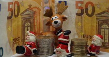 Weihnachtsgeld zurückzahlen 2020: Was nicht im Arbeitsvertrag stehen darf, damit Sie es doch behalten dürfen ( Foto: Shutterstock-Steidi)