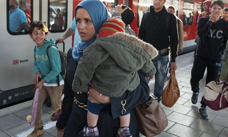 Flüchtlinge bekommen eine vorläufige Aufenthaltserlaubnis, die auf zunächst drei Jahre befristet ist. ( Foto: Shutterstock-_Jazzmany)