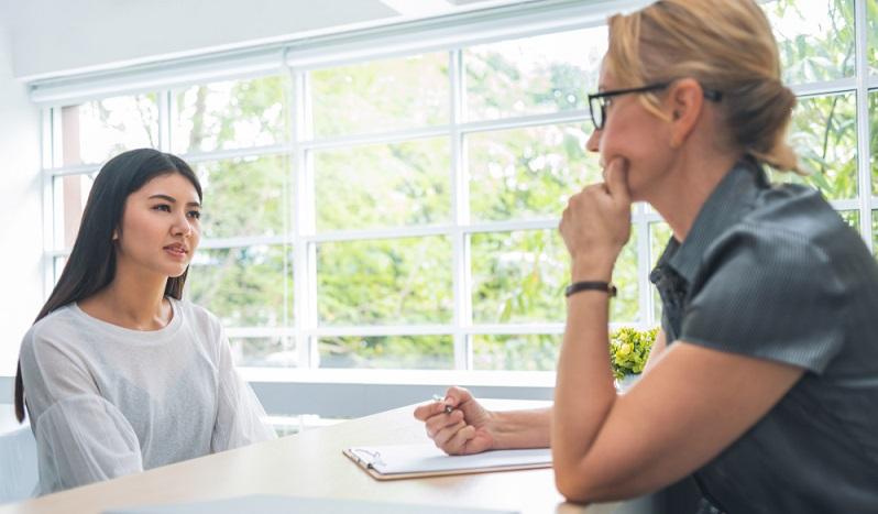 Der Antrag auf Genehmigung zur Beschäftigung muss bei der zuständigen Ausländerbehörde gestellt werden.  ( Foto: Shutterstock-eggeegg )