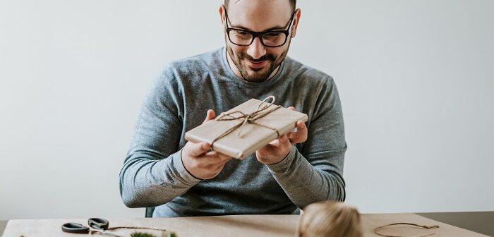 Mit einem umweltfreundlichen Geschenk kann man nichts falsch machen. (Foto: shutterstock.com / Branislav Nenin)