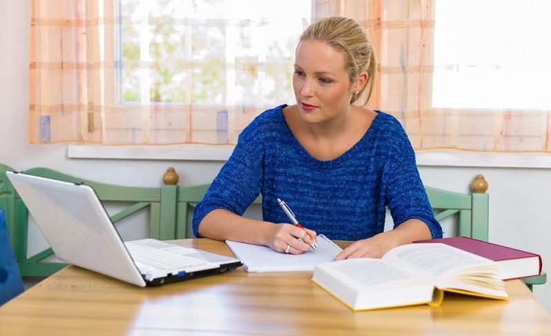 Das Studium ist nur sinnvoll, wenn auch eine Prüfung abgelegt wird.  ( Foto: Shutterstock-Lisa-S )