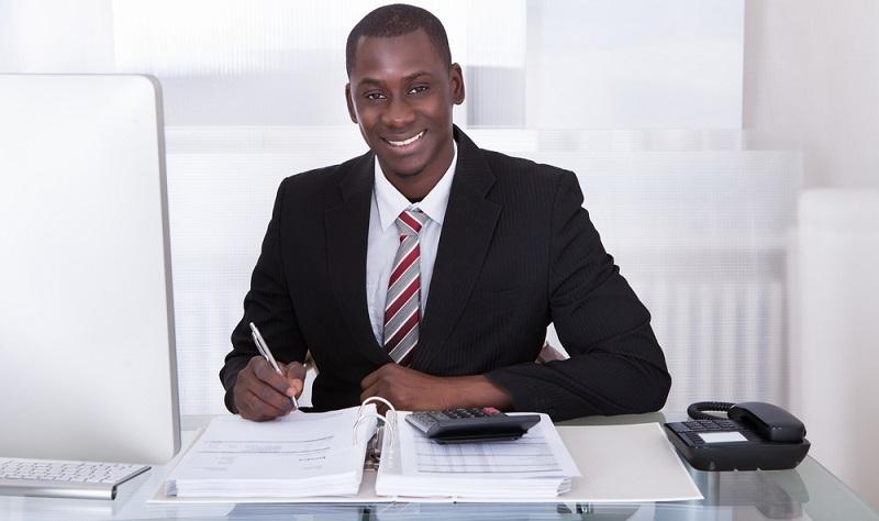 Der Finanzbuchhalter braucht einige Qualifikationen, die sowohl fachlicher als auch persönlicher Natur sind.  (Foto: Shutterstock-_Andrey_Popov )