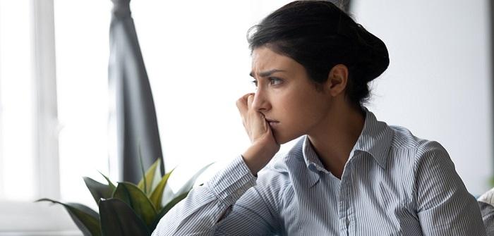 Sehnsucht: Definition, Psychologie und 13 Strategien für den Umgang im Alltag, die Dich gleichzeitig im Job weiterbringen ( Foto: Shutterstock-fizkes)