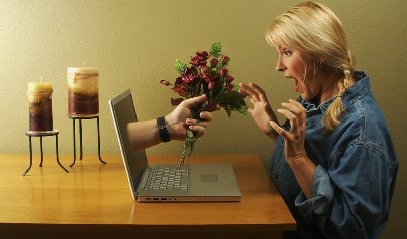 Nicht jeder Catfisher ist wirklich auf das Geld seines Opfers aus, manche wollen einfach nur eine aufregende Online-Beziehung führen und trauen sich nicht, dies unter ihrer wahren Identität zu tun.  ( Foto: Shutterstock-Andy Dean Photography )
