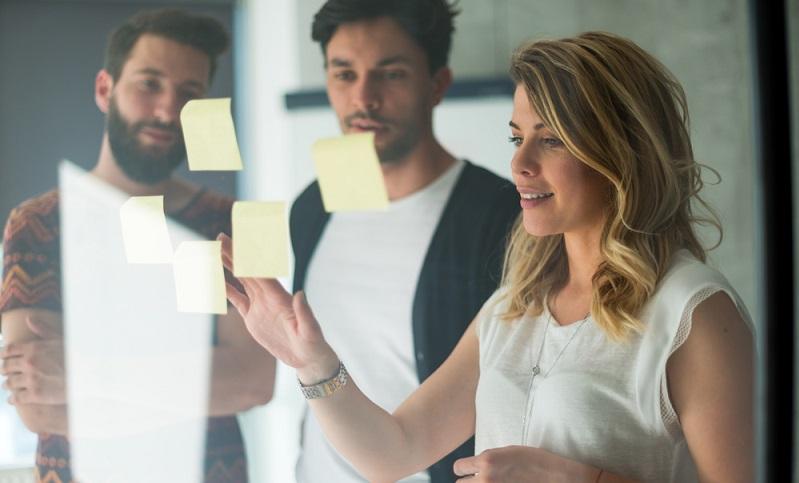 Wer ein Unternehmen gründen möchte, hat meist vorher schon eine Namensidee. Nun gilt es aber, diese auf ihre Tragfähigkeit hin zu überprüfen. ( Foto: Shutterstock-Stock Rocket)