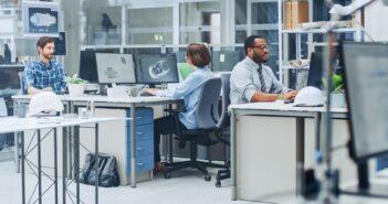 Ingenieur: Selbständig? Gehalt? Voraussetzungen für das Ingenieurbüro oder Planungsbüro (Foto: Shutterstock- Gorodenkoff)