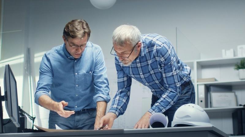 Schließen sich Partner zu einem Ingenieurbüro zusammen, kann eine Gesellschaft bürgerlichen Rechts gegründet werden. Mindestkapital ist nicht nötig, die Teilhaber haften sowohl mit dem Gesellschafts- als auch mit dem Privatvermögen.  ( Foto: Shutterstock-Gorodenkoff)