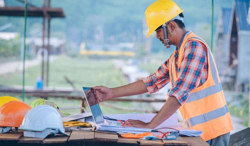 Doch eine wichtige Voraussetzung für die Arbeit wird gern vergessen und die bezieht sich auf die nötigen Versicherungen.  (Foto: Shutterstock-  M2020_)