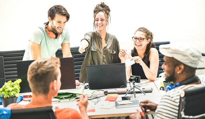 Kleinunternehmer beginnen ihr Business häufig im Alleingang, unterstützt von Familie oder Freunden. (Foto: Shutterstock-View Apart )