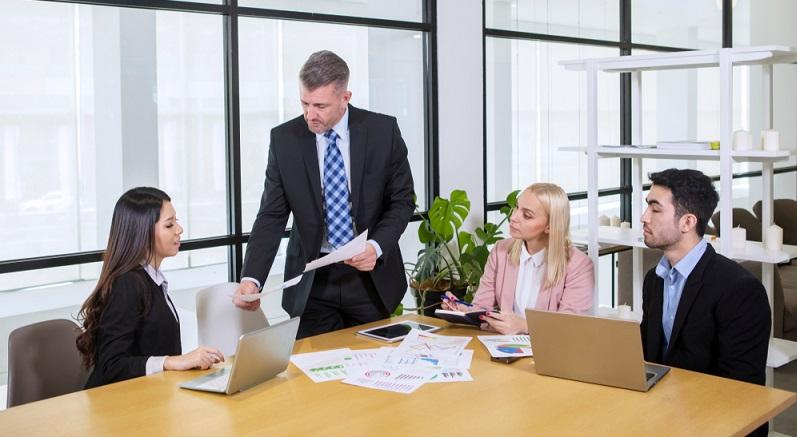 Wer noch keinen Steuerberater engagiert hat, sollte das spätestens mit der Gründung tun. ( Foto: Shutterstock-Creativa Images)