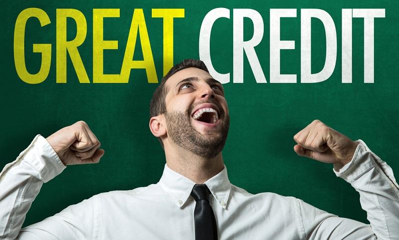 Mit einer negativen SCHUFA-Auskunft haben Selbstständige keine Chance auf einen Kredit bei der Bank, denn diese wird immer erst die Bonität prüfen, ehe sie eine Entscheidung trifft. ( Foto: Shutterstock-_Brasil Creativo )