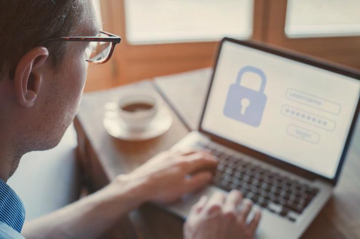 Die Kontaktaufnahme mit der IT-Sicherheitsabteilung ist ein wichtiger Schritt beim Offboarding. (Foto: shutterstock.com / Song_about_summer)