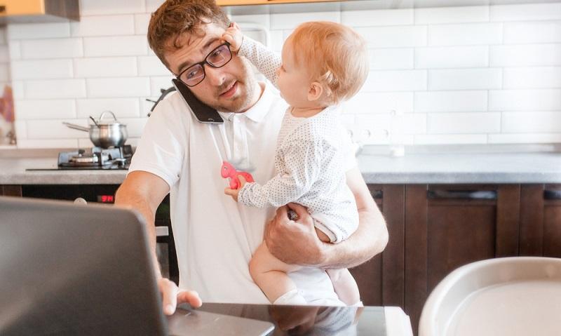 Heimarbeit bedeutet auch den Tag gut zu strukturieren ( Foto: Shutterstock-Maria Svetlychnaja _)