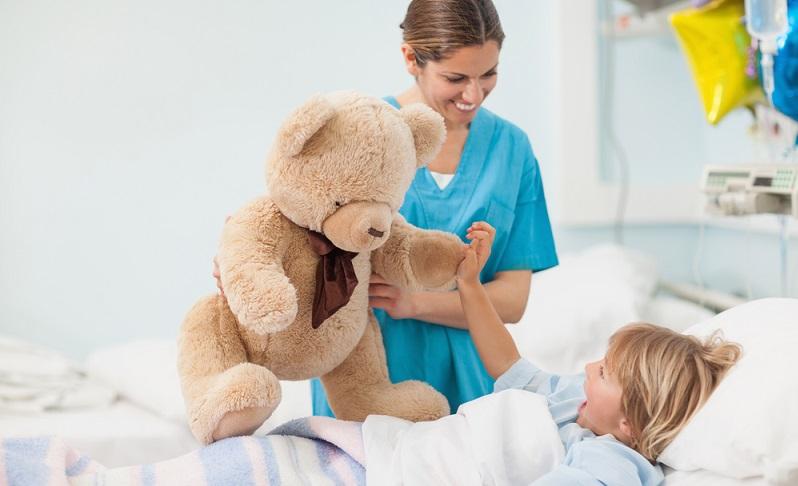 Die generalistische Pflegeausbildung hat bei Weitem nicht nur Vorteile, sondern ist auch mit einigen Nachteilen behaftet.  (Foto: Shutterstock-ESB Professional )