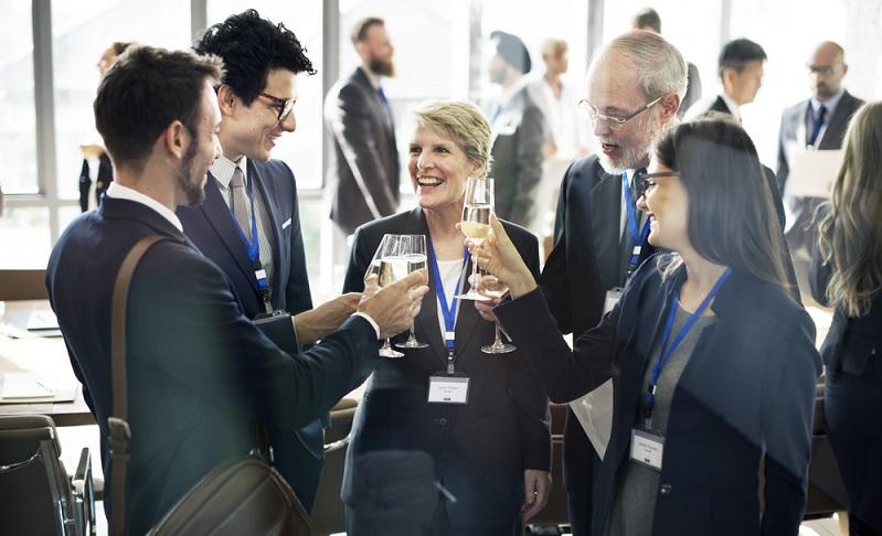 Auf Fachmessen und Workshops treffen sie auf Unternehmen mit ähnlicher Ausrichtung.  (Foto: Shutterstock- Rawpixel.com )