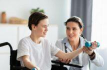 Examinierte Pflegefachkraft: Ausbildung, Gehalt, Förderung, Weiterbildung (Foto: shutterstock - Prostock-studio)