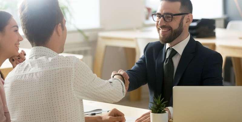 Wer eine hohe Rendite erwartet und das Geld bei nicht ausreichender Rendite nach sieben Jahren noch einmal anlegen will, ist der Fondssparplan ideal.  (Foto: Shutterstock-fizkes)